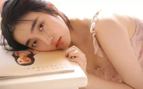 同桌上课骗我穿分腿器的故事,安久泽优奈写真